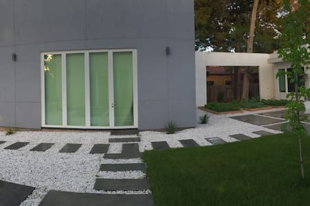 Stunning New 840 SF Guest House Loft With Pool/Spa - Sacramento - Loft