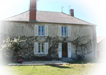 Le Gite du Domaine des Hauts de Cluny - House