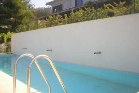 Maison avec piscine et vue exceptionnelle... - Manosque - Villa