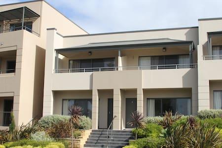 4.5 star Pier number 10 apartment - Apartment