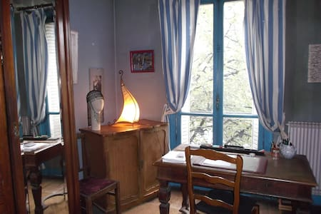 gde chambre m° Gambetta à ma porte, quartier animé - Paris - Bed & Breakfast