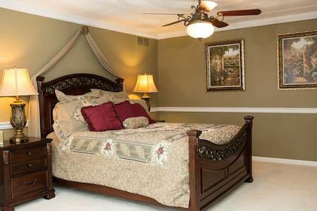 The Grand Estate-Rachel Elizabeth - Bed & Breakfast