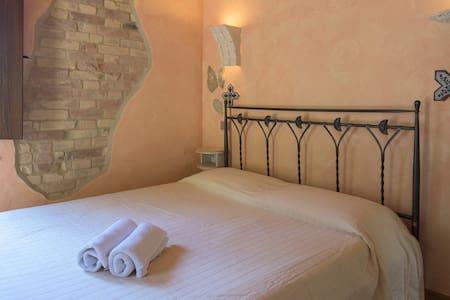 Camera Della Luna B&B la Sorgente - Bed & Breakfast