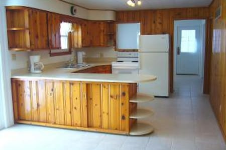 Lake House Paradise - Geneva Area Monthly Rental - Elkhorn