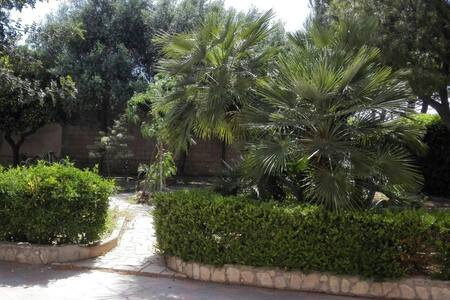 Taranto-Appartamento in villa