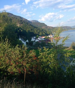 Beatiful cottage with fjord view - Cabaña