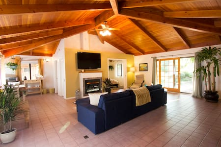 Tranquil Santa Barbara Guest Cottage - Apartment