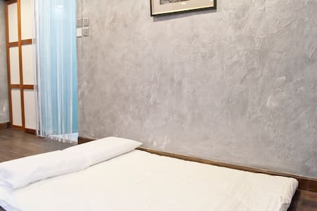 """Lotus""-Zen styled room @Espace Elastique of Tai O - Bed & Breakfast"