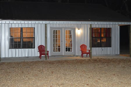 Ball game weekend or fishing cabin - Batesville - Cottage