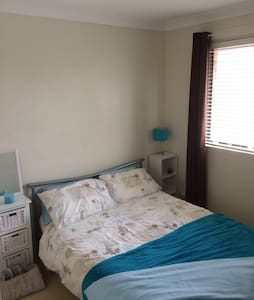 Double room in modern townhouse. - Caringbah - House