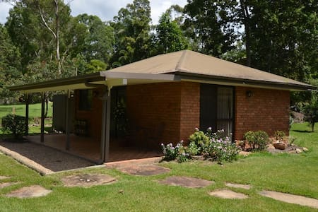 MAYBREE COTTAGE (Near Burleigh) - Tallebudgera Valley - House