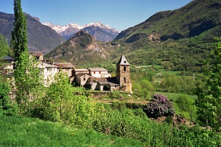 Casa adosada en Valle de Benasque - Villanova - House