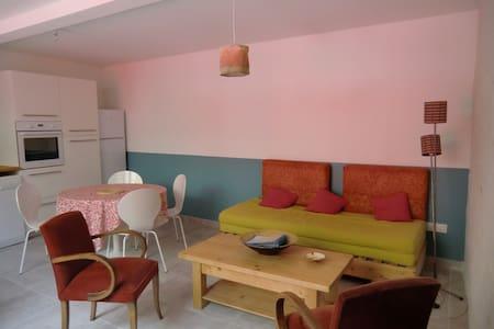 Gîte T2, village proche Perpignan - Dům