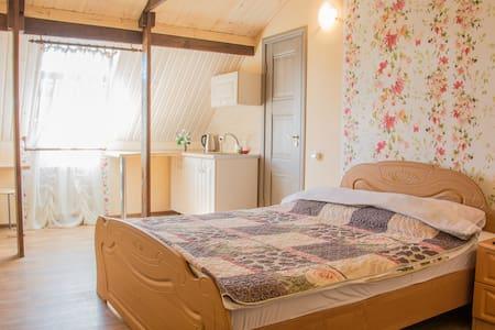 Уютная квартира-студия посуточно - Tolyatti - Lägenhet