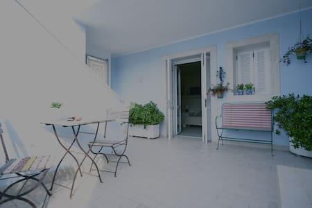 Villa Marisa: monolocale in porto - Ponza - Apartment