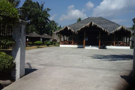 Cozy cabins , great food, good amb. - Dumaguete