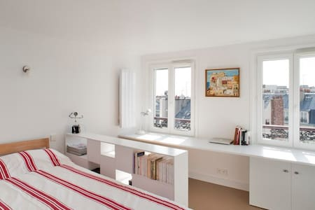 Stylish studio w/ view Montmartre