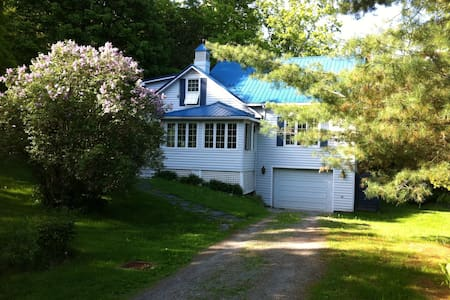 Nice Country House in North Hatley - Hus