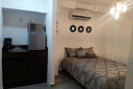 Cancun boutique bedroom gray - Bed & Breakfast