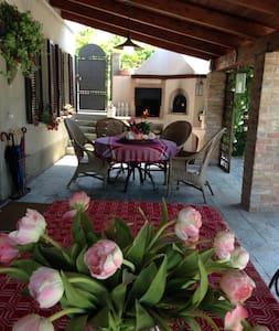BRICCO DELLE ROSE - Belveglio - Villa
