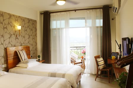 Sunny Sanya-Twin Room with Balcony & 2 Breakfasts - Bed & Breakfast