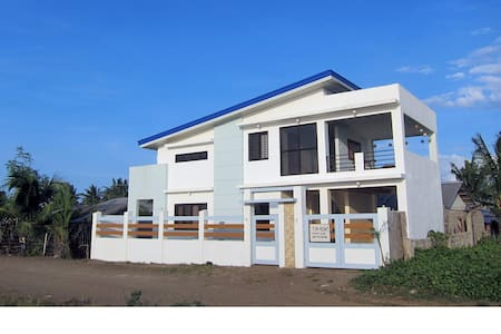 Entire Beach House 16 pax Sta Ana - Huis