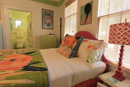"Hays House: ""Petit Jardin Studio"" - Ház"