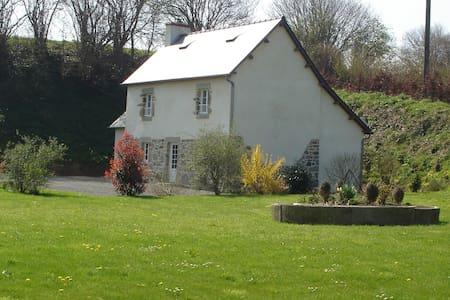 Maison en pierre avec Jardin - Le Mesnilbus - Haus