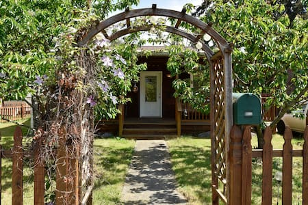Rustic Goldilocks Retreat Cottage - Seattle - Cabaña