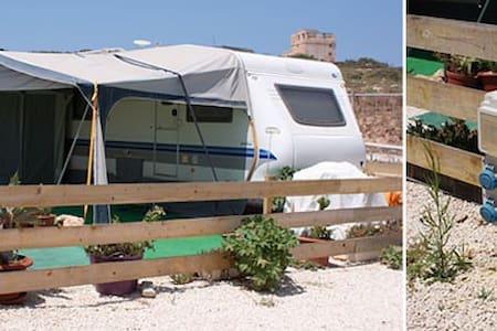 Caravan  in Malta - Husbil/husvagn