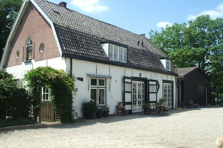 Bed & Breakfast in oud Koetshuis - Condominium