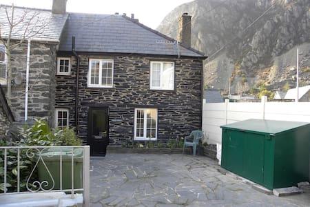 LLwyn Celyn Cottage- Snowdonia - Blaenau Ffestiniog - House