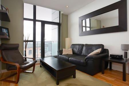 Modern, Riverside, Minimalist Flat - Apartamento