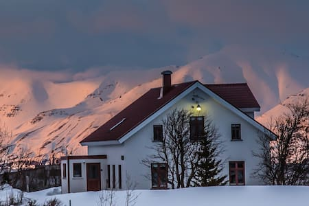 Karlsá Lodge - 620 Dalvík - Hus