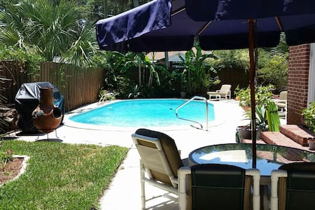 Pool Oasis, 5 min to Downtown!