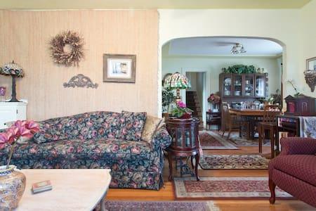 Upstairs Single Room with 2 desks