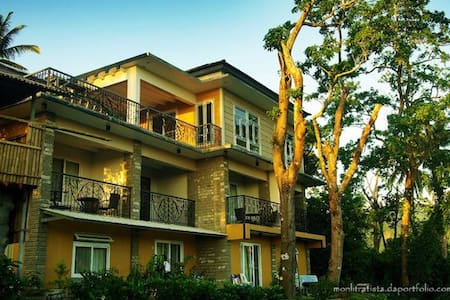 2-3 pax Bataan Forest Resort Rm.10 - Orani - Bed & Breakfast