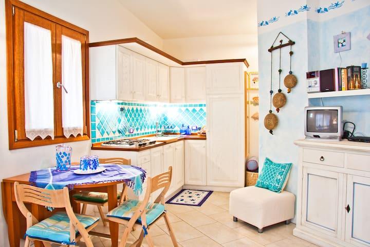 Jolie maison bleue s mer sardaigne appartements louer for Adresse maison bleue san francisco