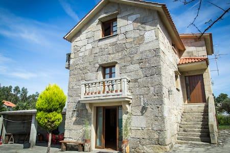 Casa de piedra con tres plantas - Bueu - Talo