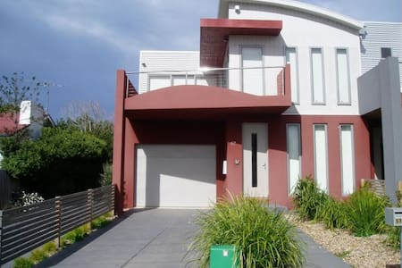 Room type: Entire home/apt Property type: Townhouse Accommodates: 10 Bedrooms: 3 Bathrooms: 2.5