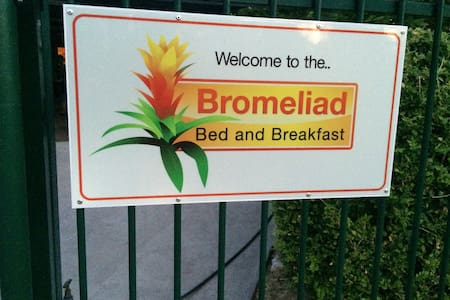 Bromeliad Bed and Breakfast  Karama