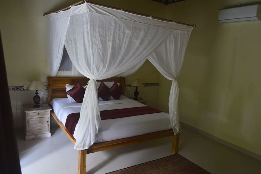 The king size bed with comfortable mattrass and mosquito net.