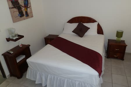 The Village Inn- Double Room - Carolina - Inny