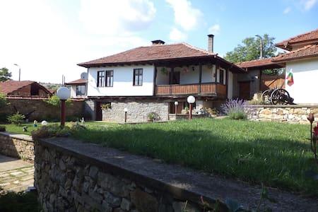 Къща за гости Бела - Bed & Breakfast