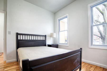 10 Minutes to NYC- Sunny Room for 2 - Union City