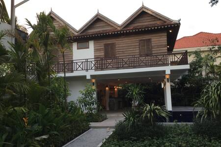 Cambodian luxury Wooden BnB 2 - Bed & Breakfast