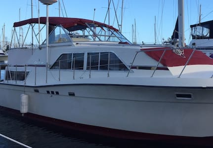 In the SLIP 38 ft. Chris Craft 2 Bed 2 bath - 1987 - Tekne