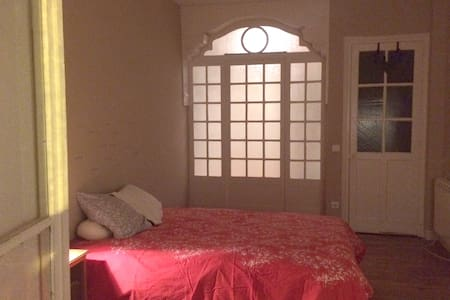Double room with a bow window near the sea - Santander - Apartamento