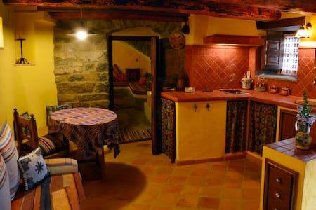 Casa de piedra para dos personas a 8 km de ordesa - Oto