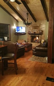Amazing Chalet on Cannon Mountain. Great skiing!!! - Franconia
